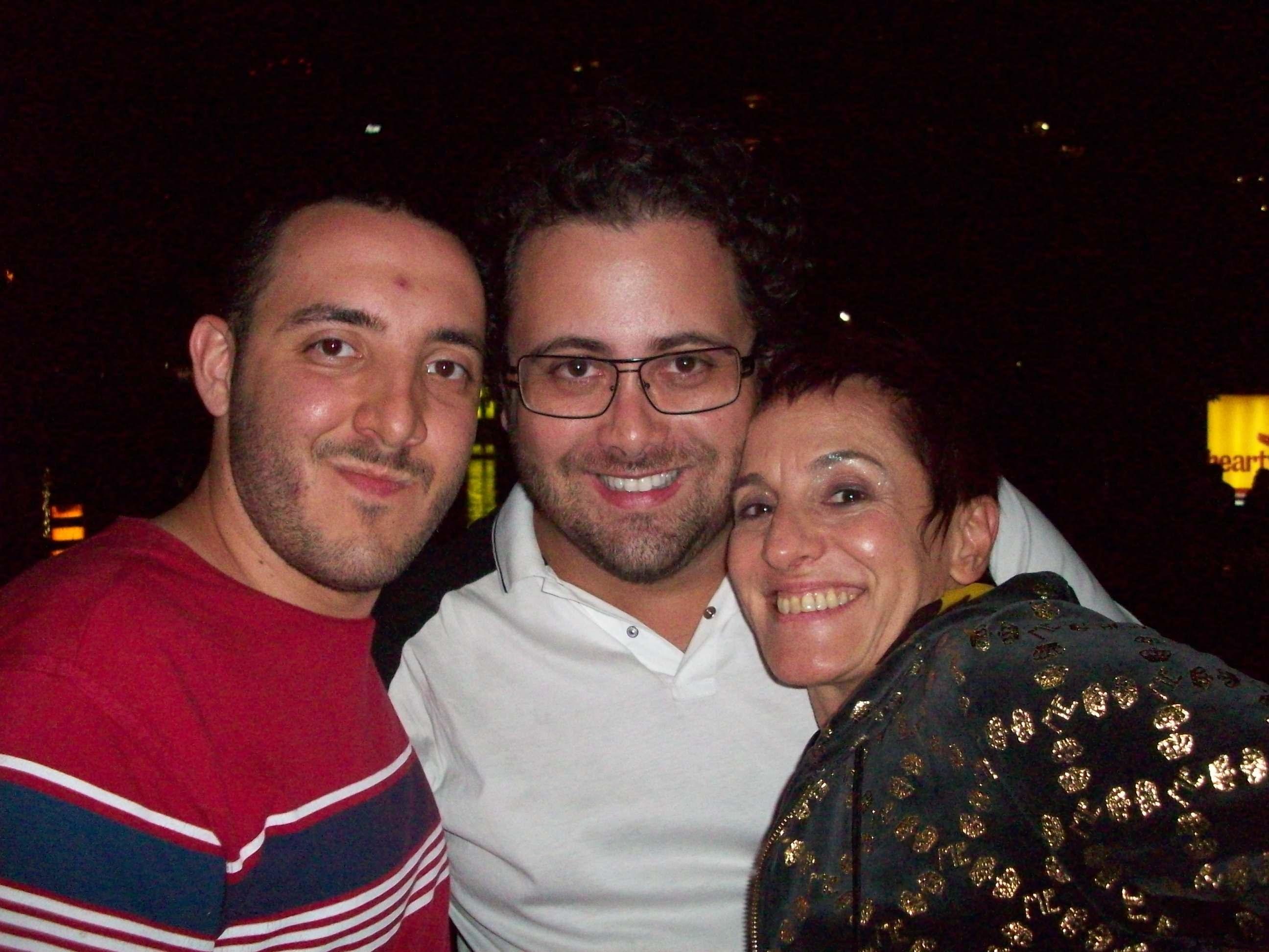 O-consultor-Felipe-Brida-o-promoter-Alberto-Bardawil-e-a-cantora-e-compositora-Laura-Finocchiaro-no-Expressions-of-Brazil-100_2587