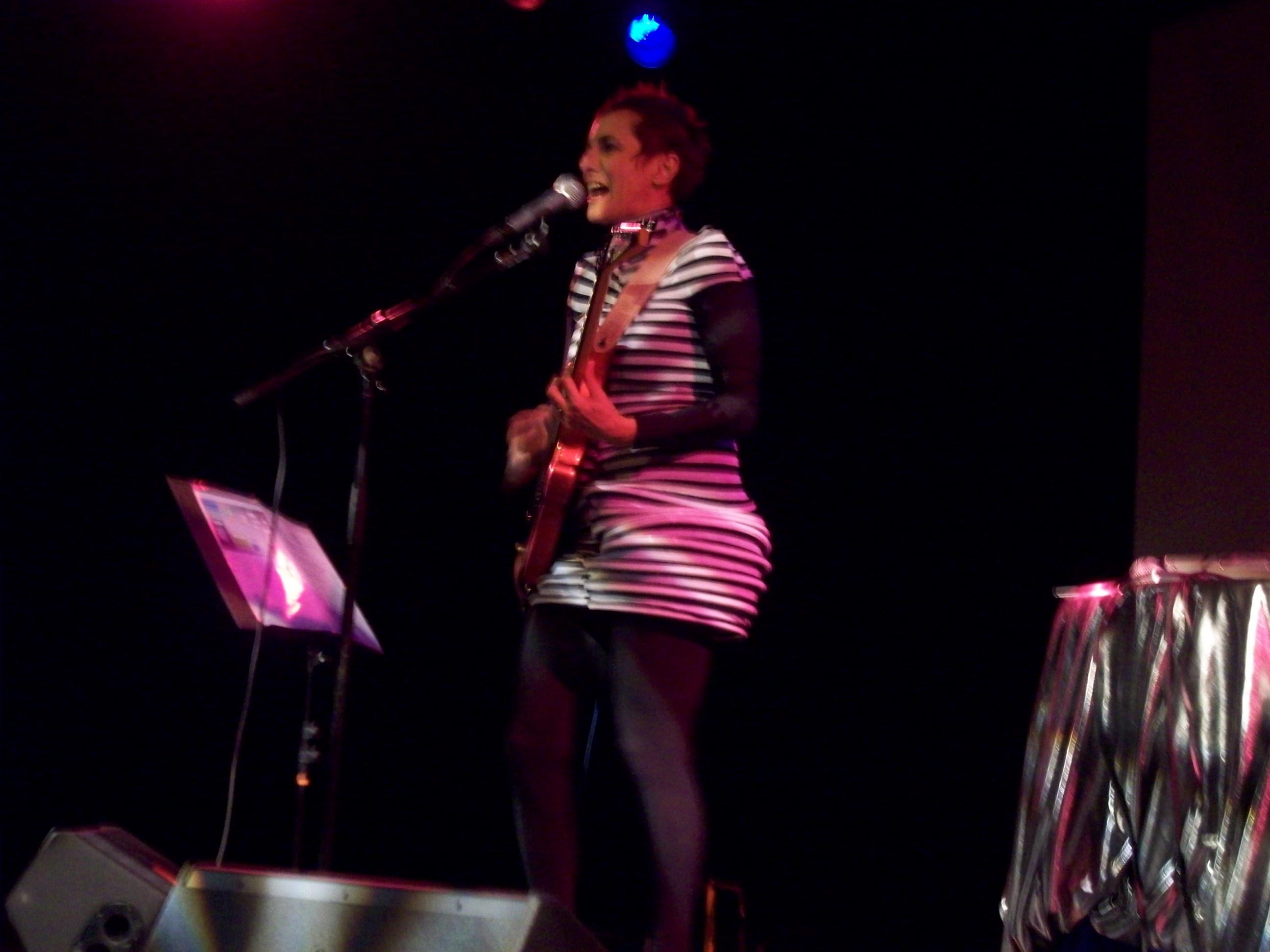 show-da-cantora-e-compositora-Laura-Finocchiaro-100_2575